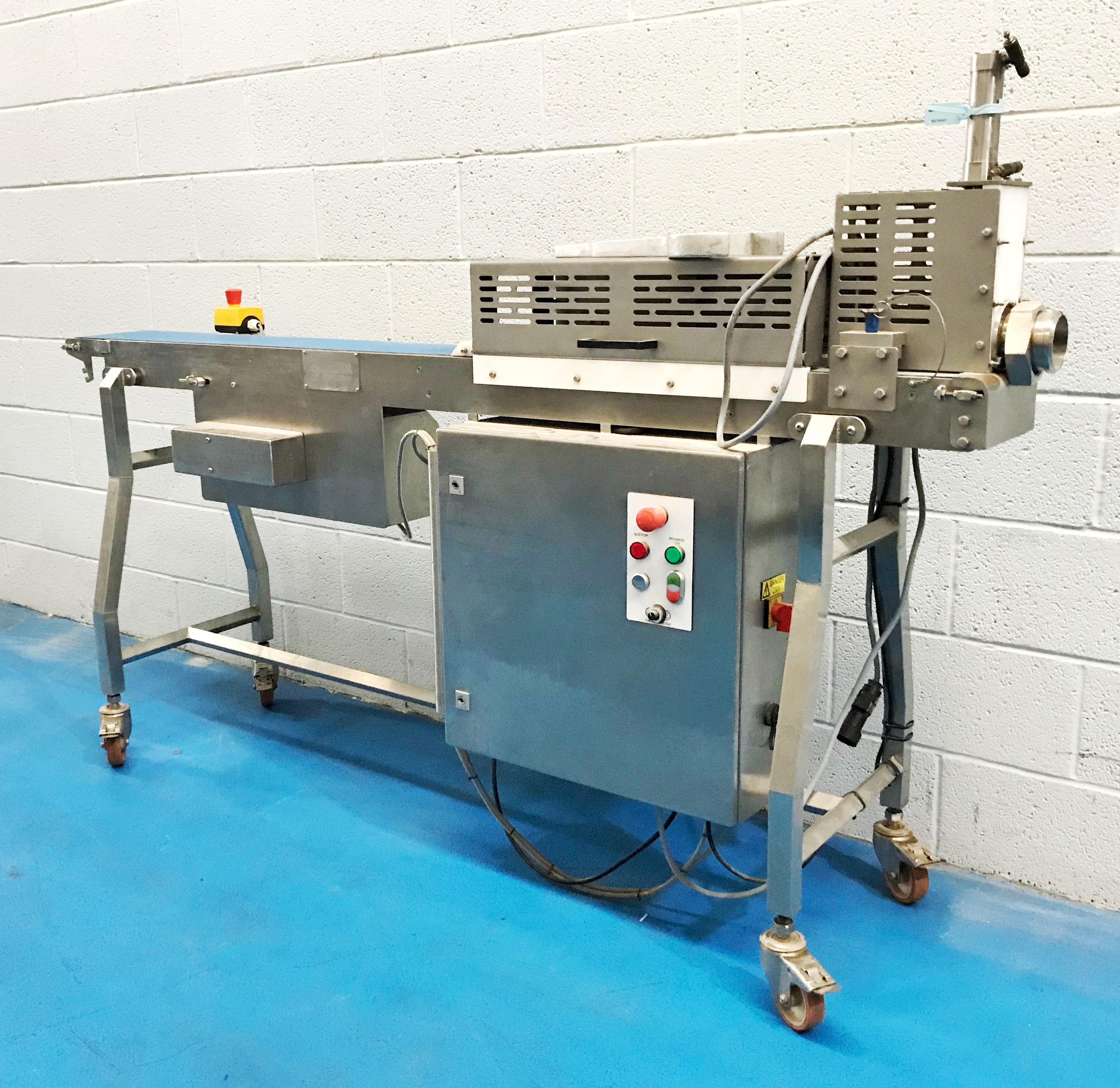 VEMAG GUILLOTINE AND OUTFEED CONVEYOR FOR R500, 2014