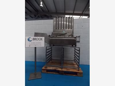 G17049852_DCA_FULL_TRAY_FLOAT_FRYER_WITH_TRAYS_AND_RACKED_STAND_1750.JPG