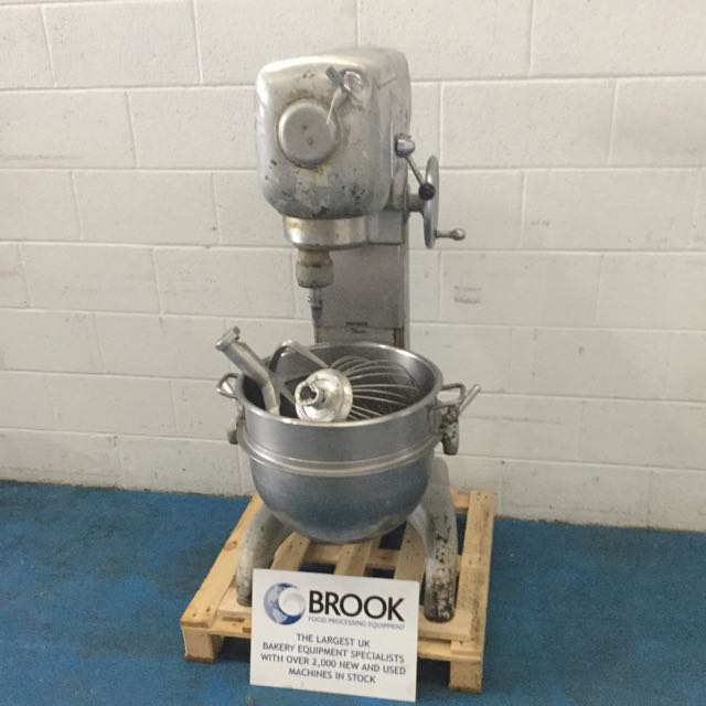 HOBART SE601 60QT MIXER, STAINLESS BOWL AND 3 TOOLS, GOOD EX BAKERY CONDITION